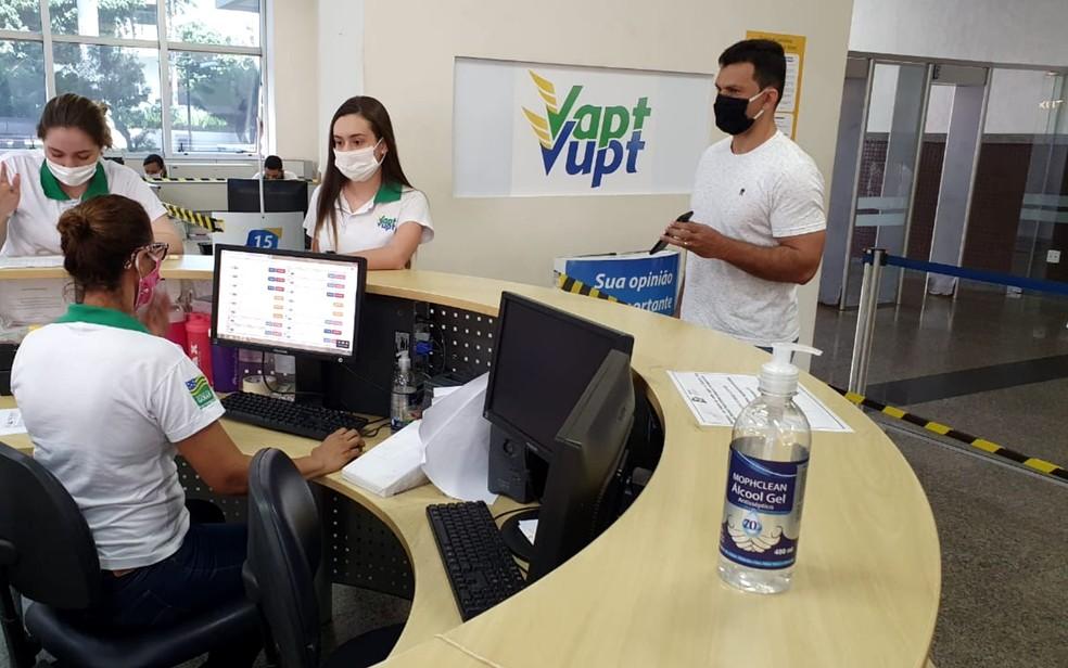 Goiás amplia atendimento para a emissão de carteira de identidade emergencial Mais de 40 agências do Vapt Vupt oferecem o serviço; veja quais. Alunos que querem fazer o Enem também podem solicitar serviço.
